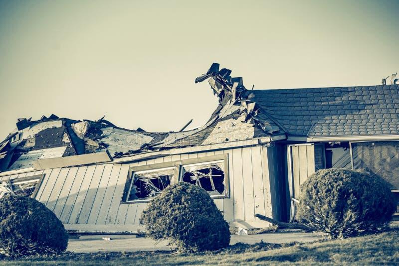 Consecuencias del tornado imagenes de archivo