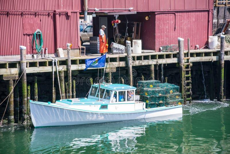 Consegna della barca dell'aragosta immagini stock