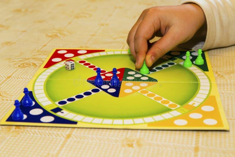 Conseil coloré pour jouer le jeu traditionnel du ` s d'enfants photos libres de droits