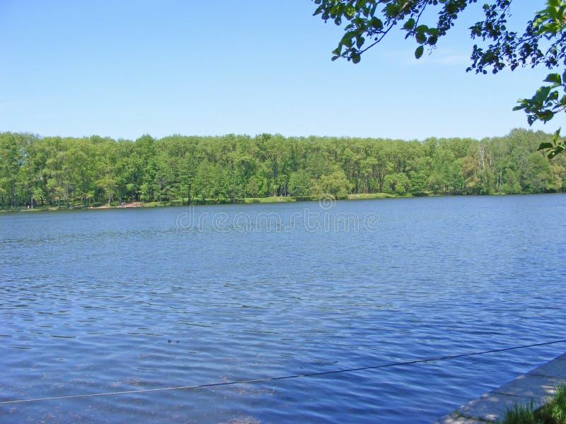 Conseil de rivière Svisloch, lac Komsomol à Minsk, Belarus photo libre de droits
