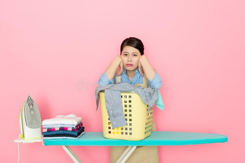 Conseil de sensation de femme à faire les travaux domestiques images libres de droits