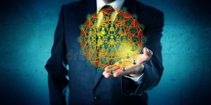 Conseiller commercial Showing un réseau global image stock