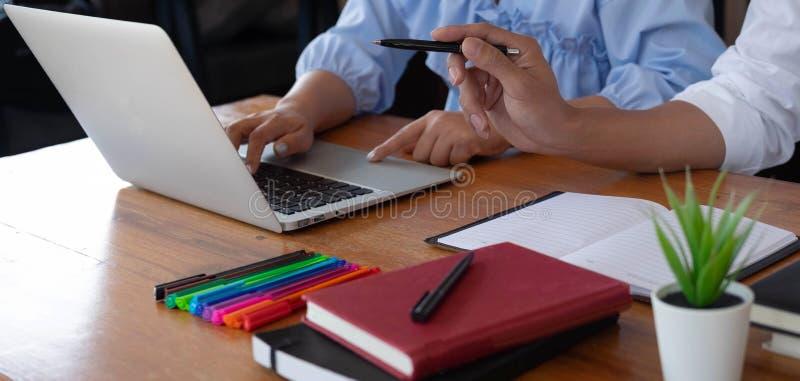 Conseils de enseignement d'éducation conseillant le conseil photographie stock libre de droits