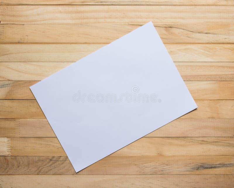 Conseils en bois et papier blanc photographie stock libre de droits