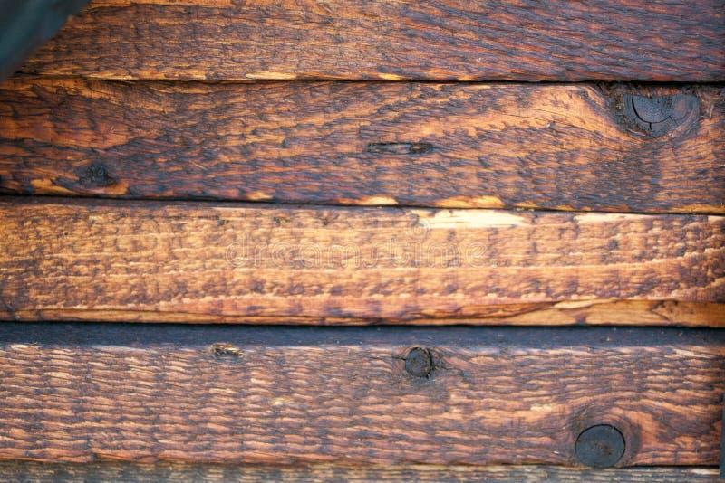 Conseils en bois peints rustiques dans la rangée photo libre de droits