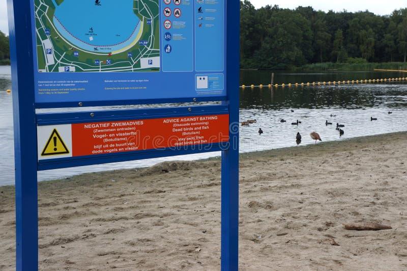 Conselho contra nadar devido às bactérias do botulismo fotos de stock royalty free