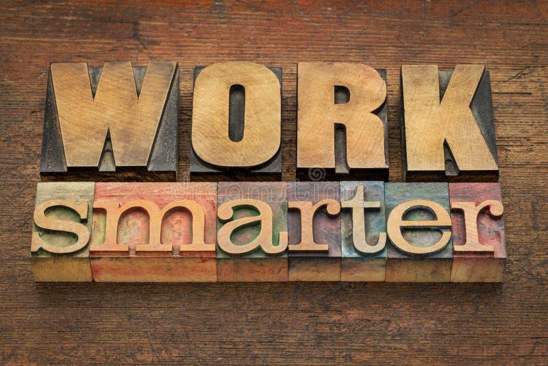 Conselho mais esperto do trabalho no tipo de madeira imagens de stock