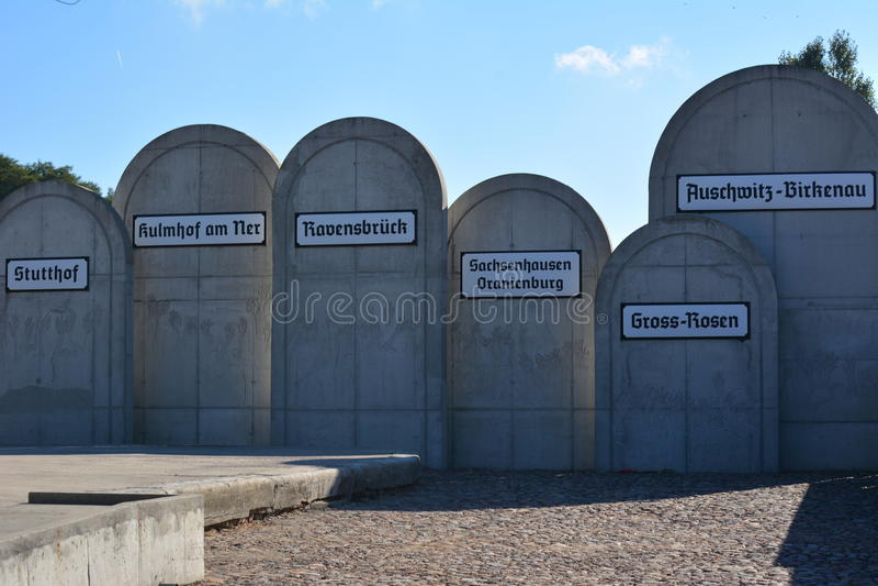 Consentration kampeert gedenkteken stock afbeeldingen
