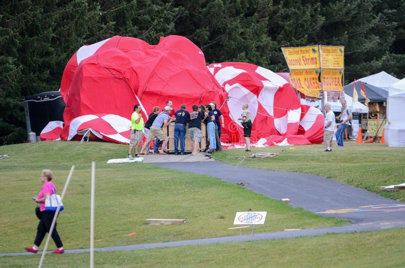 Consequências dos fortes vento e de um desastre do balão de ar quente imagem de stock