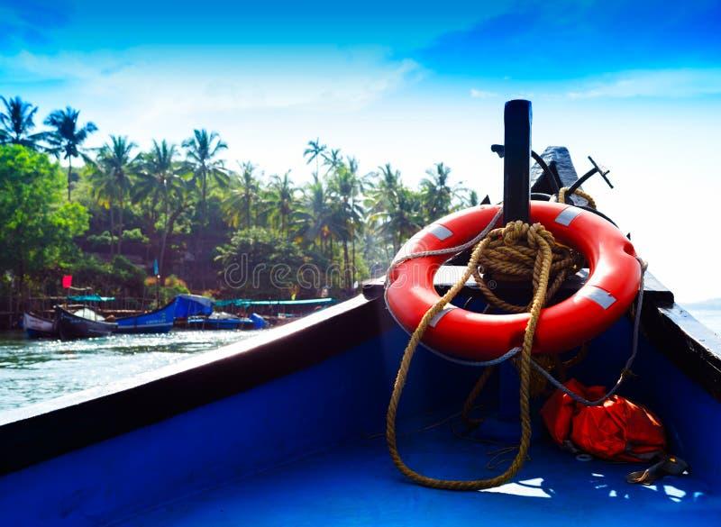 Conservante de vida indiano vívido horizontal do barco fotografia de stock