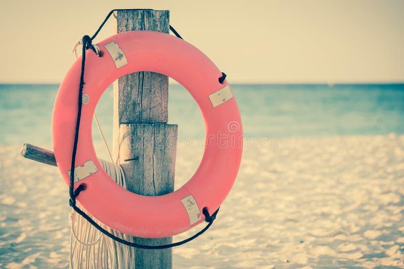 Conservante de vida no Sandy Beach fotografia de stock