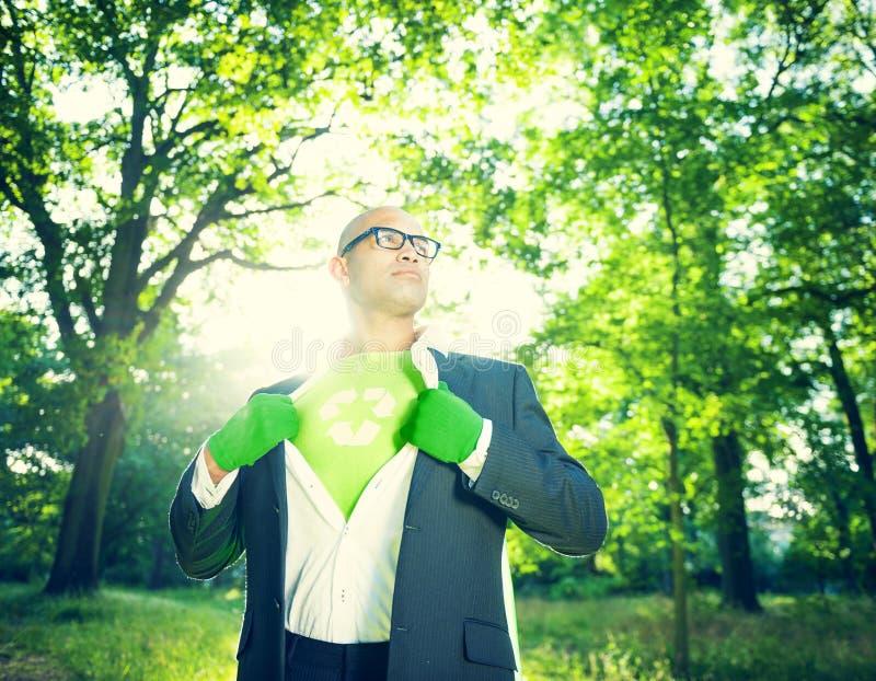 Conservatieve Zakenman Running Green Business stock foto