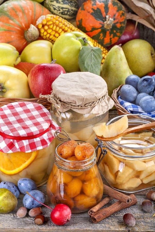 Conservazione degli alimenti di autunno fotografia stock libera da diritti