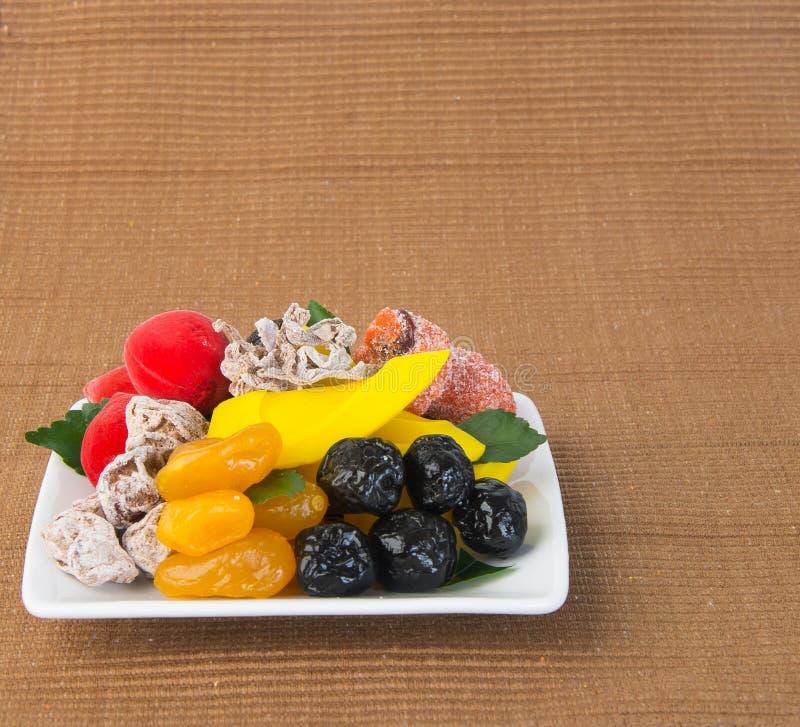 Conserve de fruits et fruits secs Casse-croûte de nourriture sur un fond image stock