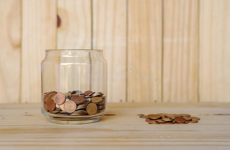 Conservi i soldi e le attività bancarie di conto immagine stock libera da diritti