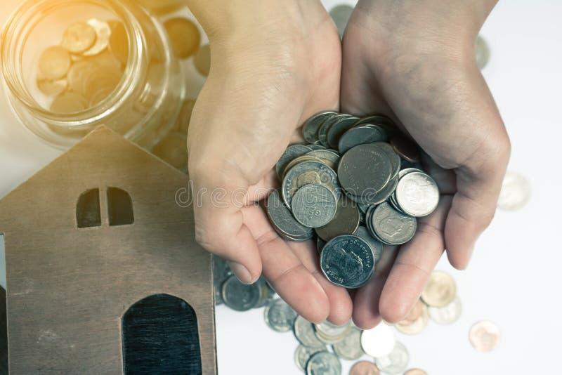 Conservi il concetto dei soldi risparmiano i soldi fotografie stock