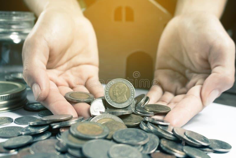 Conservi il concetto dei soldi risparmiano i soldi fotografie stock libere da diritti