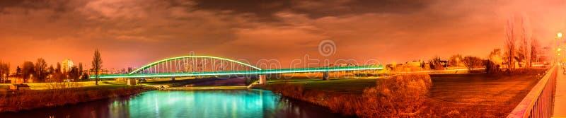 Conservi il fiume di notte, panorama di Zagabria immagine stock libera da diritti