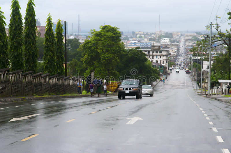 Consideri Monrovia tramite l'ampia via fotografie stock