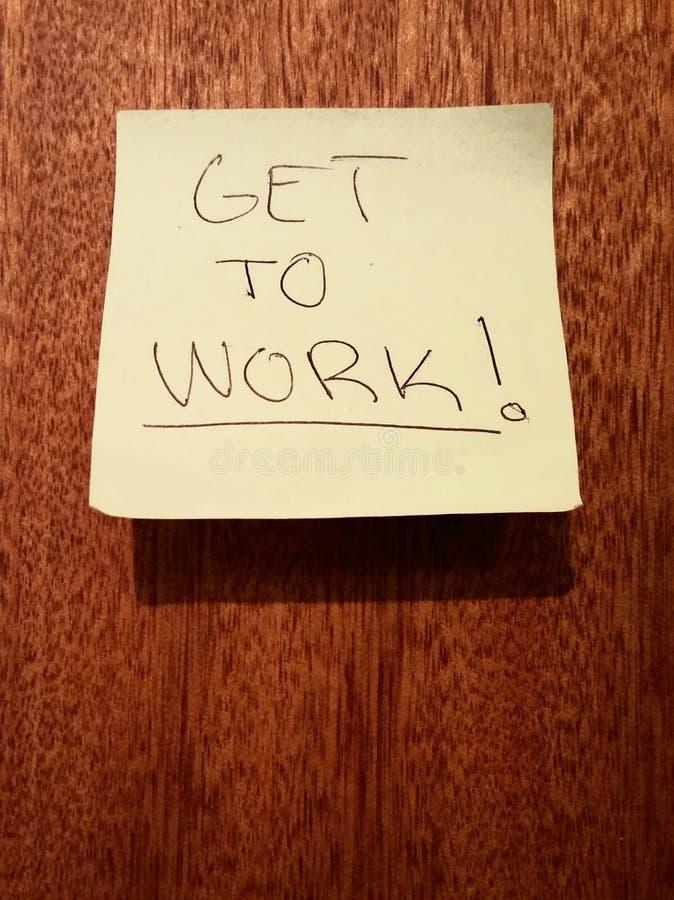Consiga trabalhar a motivação de trabalho da nota de post-it fotografia de stock