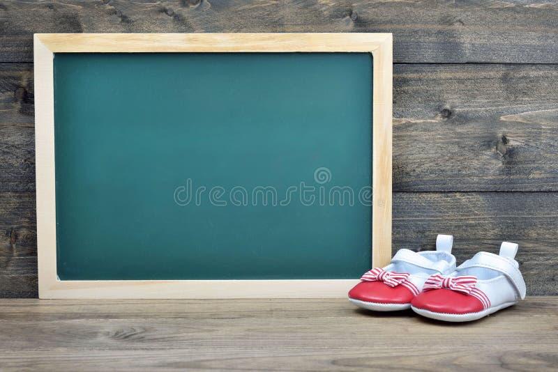 Consiglio scolastico sulla tavola di legno fotografia stock libera da diritti