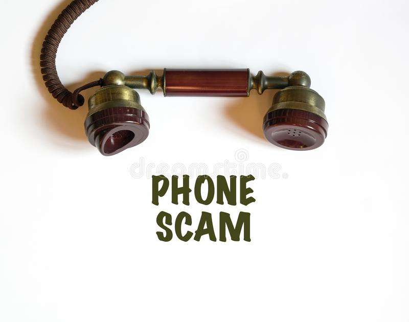 Consiguiendo una llamada que es un timo del teléfono imagen de archivo libre de regalías