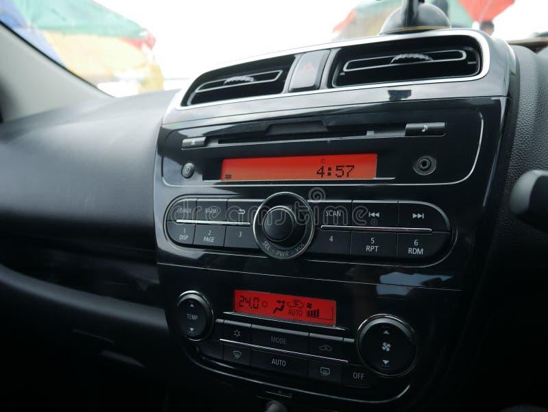 Consola de la radio del audio para el automóvil foto de archivo