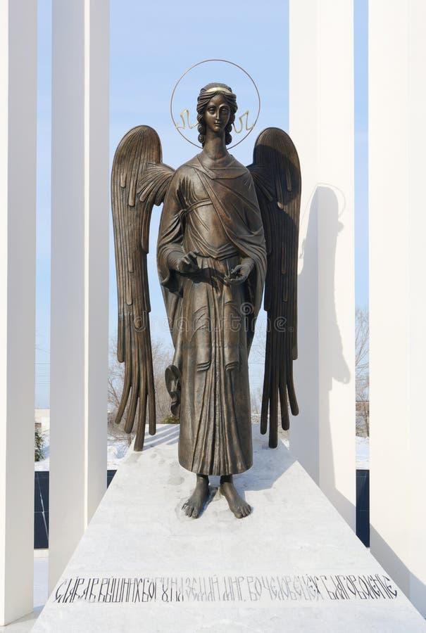 Consolando o anjo - fragmento do monumento aos liquidatário do acidente de Chernobyl Omsk, Rússia foto de stock royalty free
