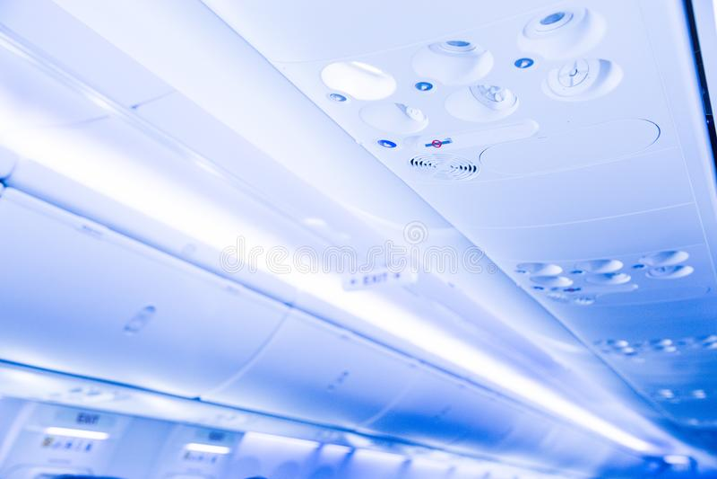 Console aérienne dans les avions de transport de passagers modernes photos libres de droits
