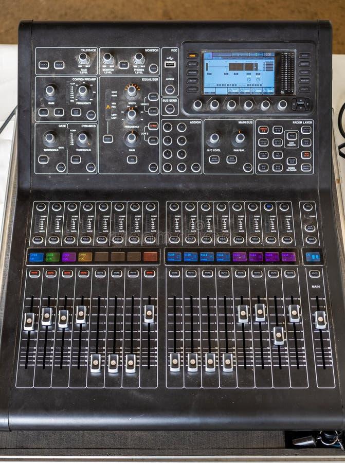 Console audio profissional do misturador imagens de stock