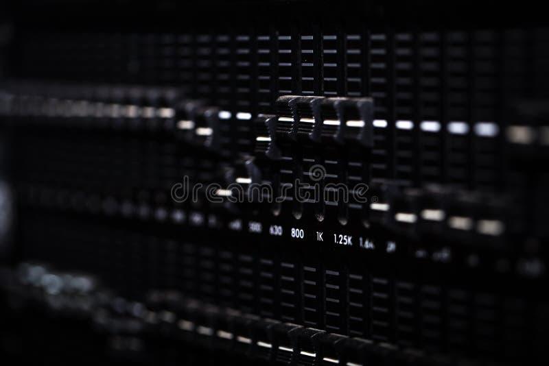 Console de mélange numérique d'affaiblisseur avec le mètre de volume photos libres de droits