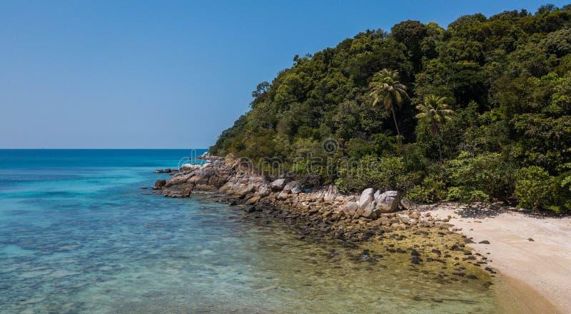 Console de Perhentian Vista aérea bonita de uma praia tropical paradisíaca fotos de stock royalty free