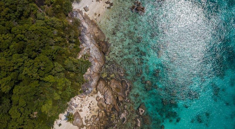 Console de Perhentian Vista aérea bonita de uma praia tropical paradisíaca imagens de stock