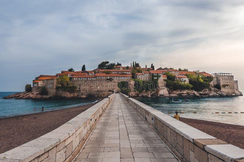 Console de Sveti Stefan em Montenegro foto de stock
