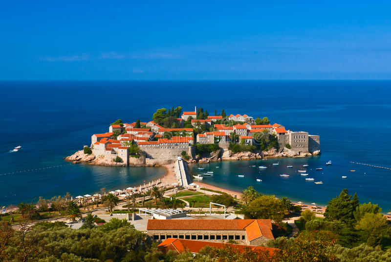 Console de Sveti Stefan. Mar de adriático. Montenegro. imagens de stock royalty free