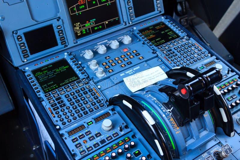 Console della cabina di pilotaggio immagine stock for Affitti della cabina di whistler