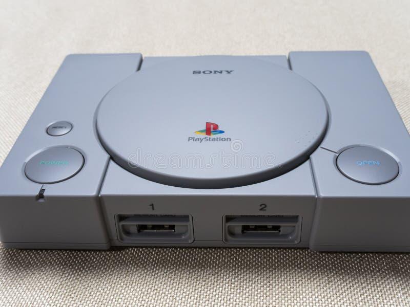 Console novo Sony PlayStation do jogo na tabela 07 04 2019 imagens de stock royalty free