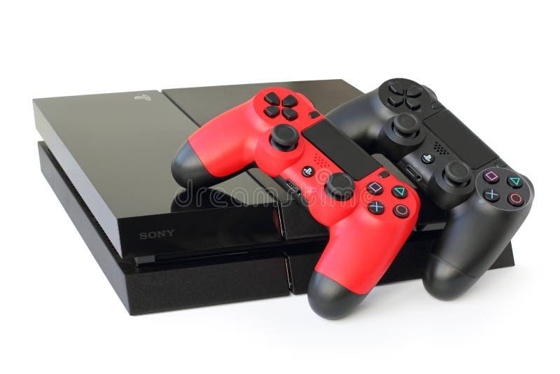 Console SONY PlayStation 4 met bedieningshendels stock foto's