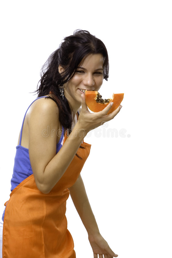 consommation de la papaye heureuse de fille de fruit photos stock