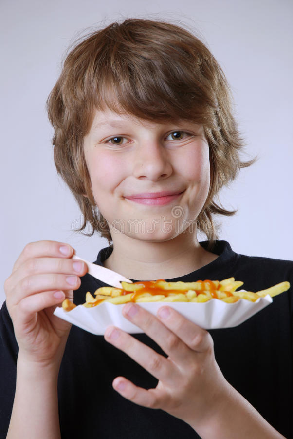 Consommation des pommes frites photo stock
