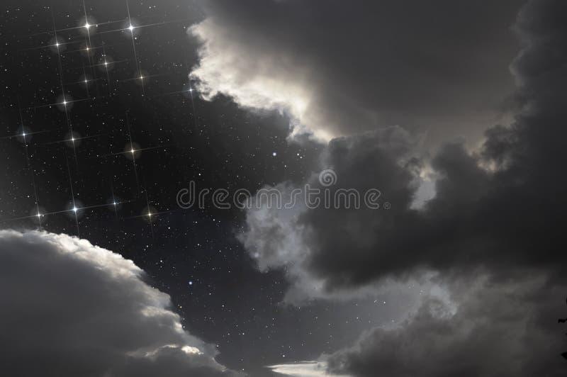 Constellation de Gémeaux en ciel partiellement nuageux images libres de droits