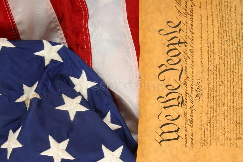 Constituição e bandeira de Estados Unidos -- Orientação do retrato imagens de stock