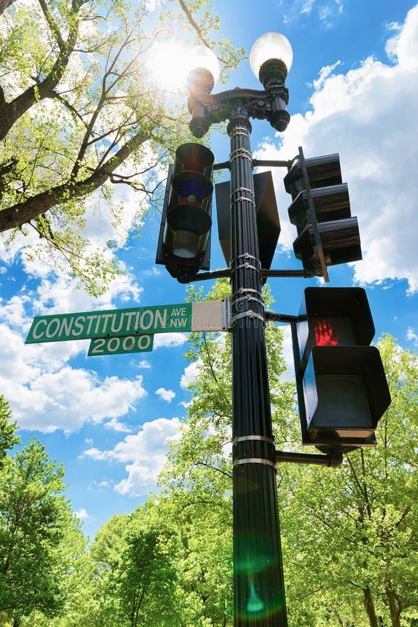 Constitution Avenue światła ruchu w washington dc i zdjęcie royalty free