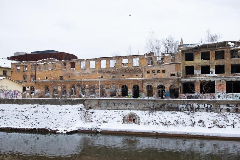 Construção abandonada em Sarajevo fotos de stock