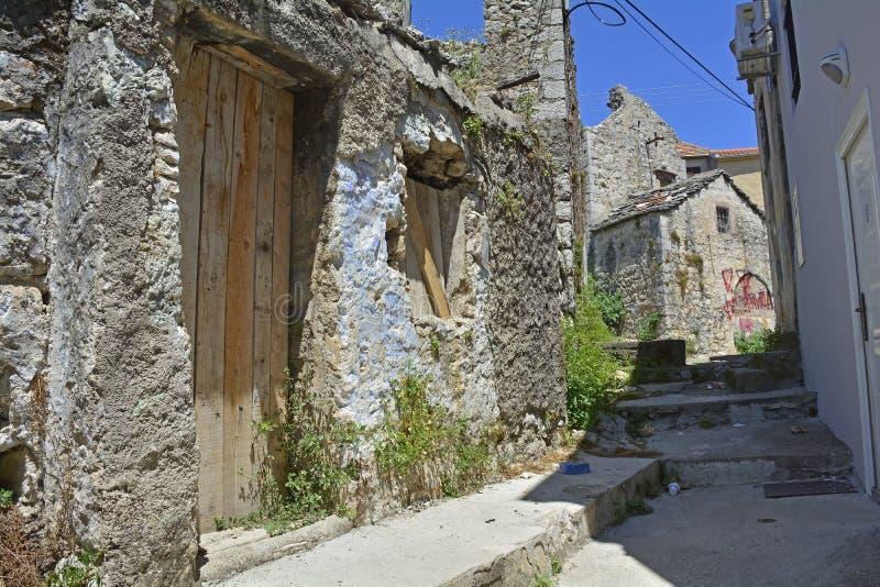 Construção abandonada em Trebinje fotos de stock royalty free