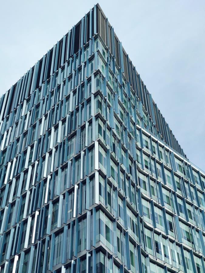 Construção afiada em algum lugar em Londres, Grâ Bretanha fotos de stock