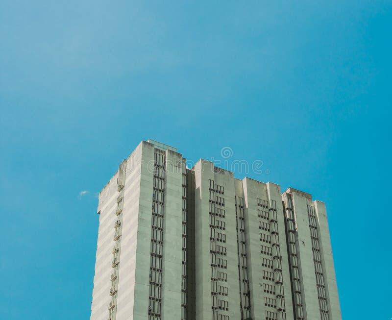 Construção alta do apartamento da elevação (condomínio) em uma cidade mordern imagens de stock