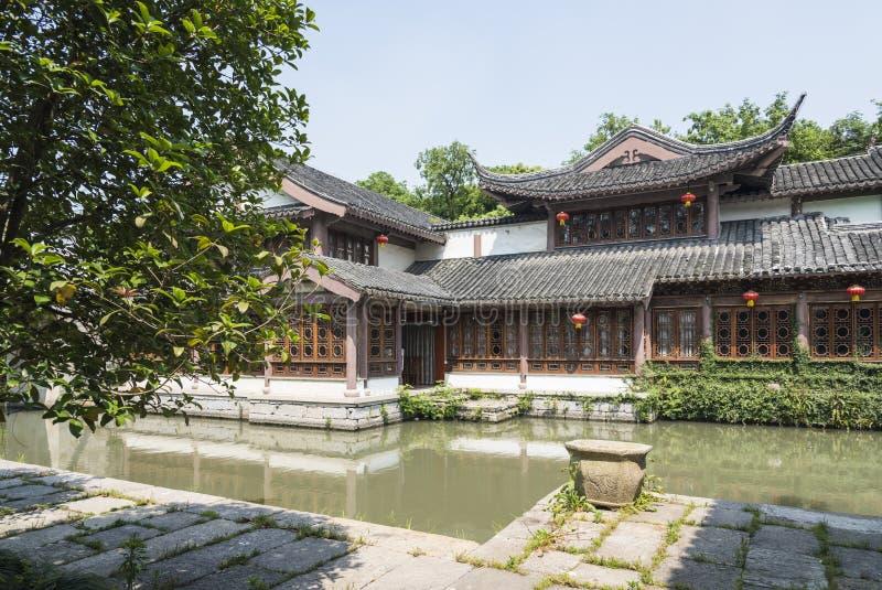 construção antiga ao longo do rio de Qinghuai foto de stock