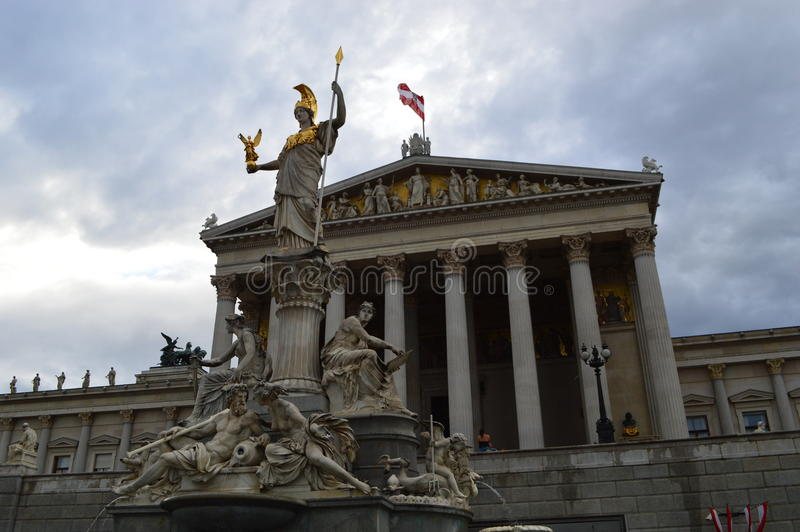 A construção austríaca do parlamento em Viena fotos de stock