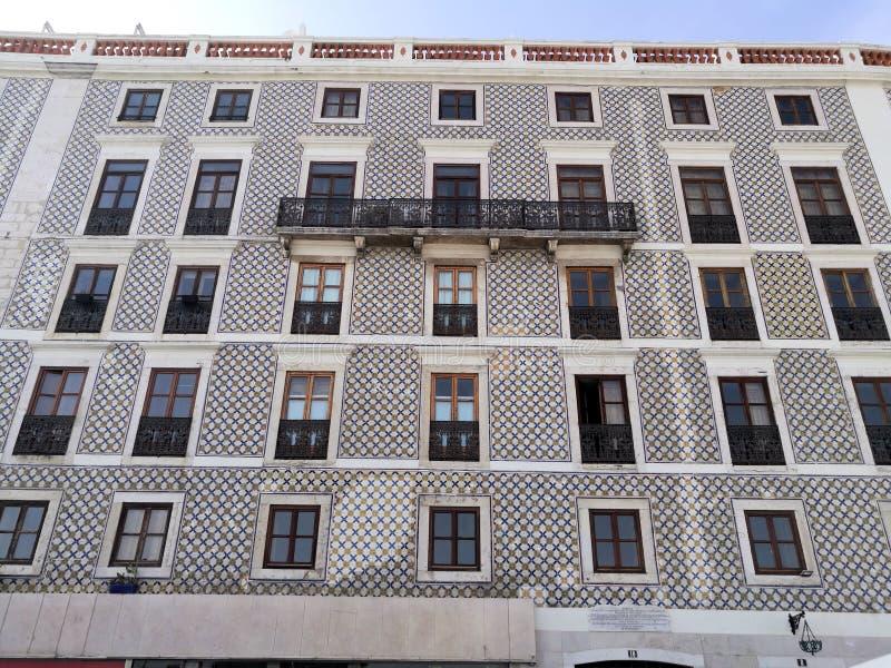 Construção bonita da telha em Lisboa Portugal imagem de stock